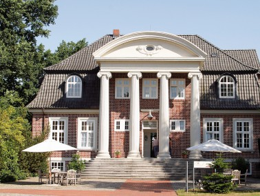 Lage der K&S Seniorenresidenz Pinneberg     Die behaglich eingerichtete Seniorenresidenz liegt r...