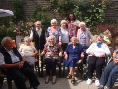 Die Seniorenwohngemeinschaft ist neu und einzigartig in Bad Kissingen für 12 pflegebedürft...