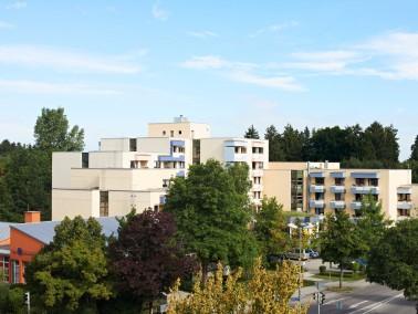 Das KWA Stift Brunneck liegt ruhig und doch stadtnah im Münchner Vorort Ottobrunn. Die nahegele...