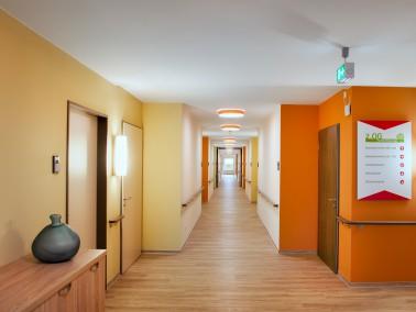 In unserem Haus bieten wir Ihnen 117 Einzelzimmer. Jedes ist rund 21 Quadratmeter groß und ver...