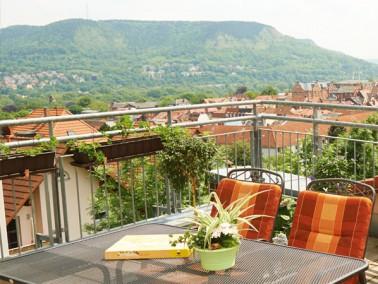 Das CURANUM Seniorenzentrum Jena befindet sich in einem großen Altbau, der im Jahr 2001 durch ...