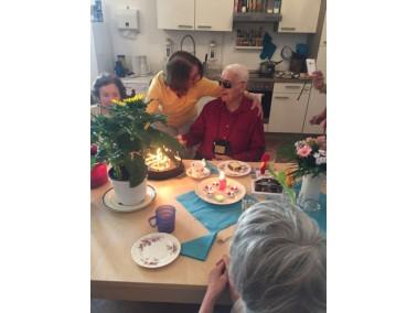 GEMEINSAM STATT EINSAM    Gute Betreuung und Pflege für pflegebedürftige Senioren bedeute...