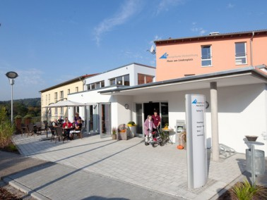 Das Haus am Lindenplatz wird von der Evangelischen Heimstiftung betrieben und befindet sich in Neude...