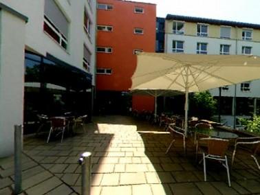 Das Altenzentrum St. Elisabeth befindet sich in schöner Randlage nahe des Neckars in der Großstadt H...