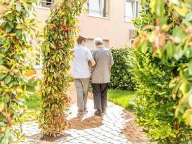 In dem südlich gelegenen Mannheimer Stadtteil Rheinau direkt am prägnanten Stadteingang li...