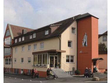 Mitten in einem ruhigen Wohngebiet in Bad Mergentheim liegt das Franz-Gehrig-Haus. Die Milchlingstra...