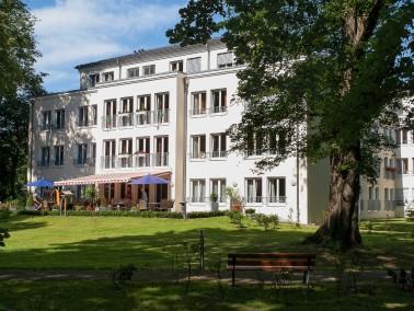 Unser Haus   In unserer Seniorenresidenz mit 79 Plätzen überwiegend in Einzelzimmern begl...