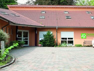 Unser Haus       Wunderschön in eine Parkanlage eingebettet befindet sich unser modernes Senio...