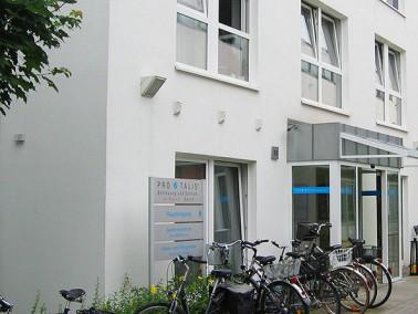 Die stationäre Pflege ist im Haupthaus an der Peterstraße untergebracht, ebenso wie 34 be...