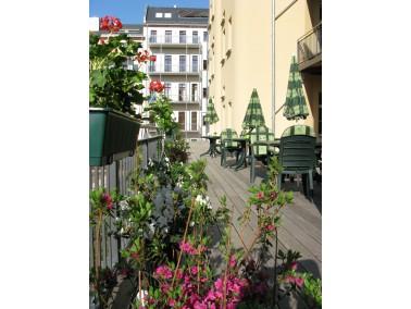 Das fünfgeschossige Wohnhaus aus der Gründerzeit ist Teil des Blüthner Carrés ...