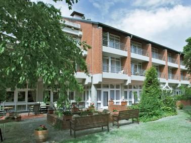 Das GDA Pflegehaus in Hannover-Ricklingen grenzt unmittelbar an ein Naherholungsgebiet mit den maler...