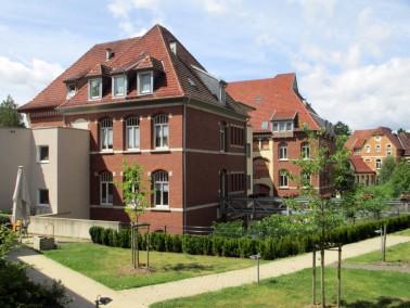 Das DRK Altenpflegeheim Kaufungen befindet sich in einer großen Parkanlage am Rande von Oberka...