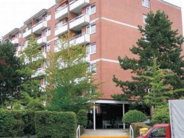 Das Altenwohn- und Pflegeheim St. Gabriel Herbert-Ruppe-Haus liegt an einer verkehrsberuhigten Stra&...