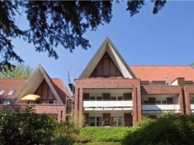Die Einrichtung   Die CURA Seniorenwohnanlage Haus Lerchenberg liegt ruhig im Hamburger Stadtteil V...