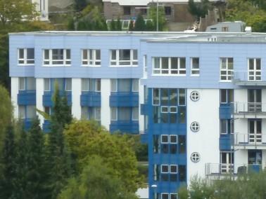 Unsere Ausstattungsmerkmale:     In drei Wohngruppen stehen 62 Einzelzimmer und 5 Zweibettzi...