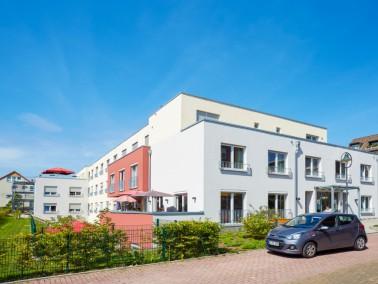 Mitten in einem ruhigen Wohngebiet Grevenbroichs liegt die Alloheim Senioren-Residenz