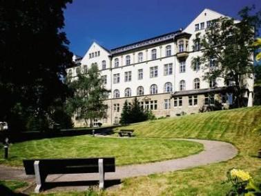 Idyllisches Altenpflegeheim in Wiesbaden   Das Alten- und Pflegeheim Kapellen-Stift liegt wenige Ge...