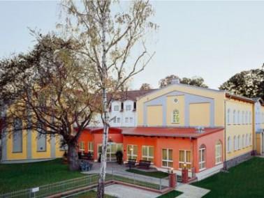 Der Senioren-Wohnpark Friedland ist ein Gebäudekomplex aus dem denkmalgeschützten