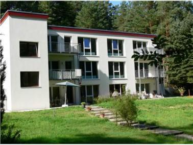 Das Objekt verfügt über 6 Wohnungen auf 3 Etagen mit jeweils 2 Zimmern, Küche und Bad...