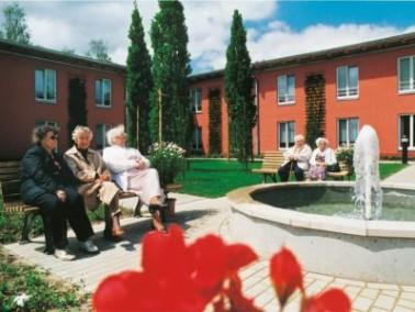 Im ruhigen Neubaugebiet der ehemaligen Esten-Kaserne liegt die AMARITA Buxtehude. Der Atriumbau wurd...