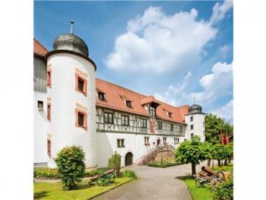 Unsere Pflegeeinrichtung befindet sich in Grötzingen, einem Stadtteil von Karlsruhe. Umgeben is...