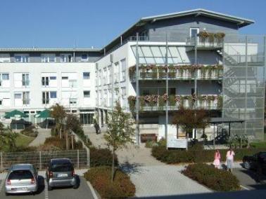 Das Seniorenzentrum Stutensee liegt in einem Wohngebiet im Karlsruher Stadtteil Blankenloch, etwa 50...