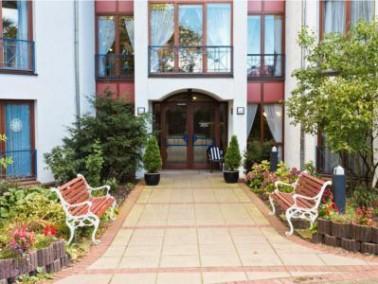 Die Einrichtung   Das CURA Seniorencentrum Lilienthal liegt nordöstlich von Bremen in einem ru...