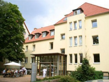 Das Lotte-Kestner-Haus öffnete in den 50er Jahren seine Tore und bietet seinen Bewohnern 43 Pfl...
