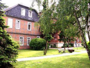 Das Altenzentrum Kirchrode vereint ein Leben mitten im Grünen mit einer attraktiven, zentralen ...