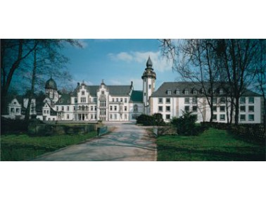 Im Senioren-Domizil Schloss Hasperde wird ein Traum im Alter wahr: Leben in einem Schloss mit wunder...