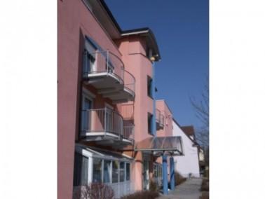 Die CURANUM Seniorenresidenz Scheffelhof befindet sich zentral in der Innenstadt von Bad Dürrheim. D...