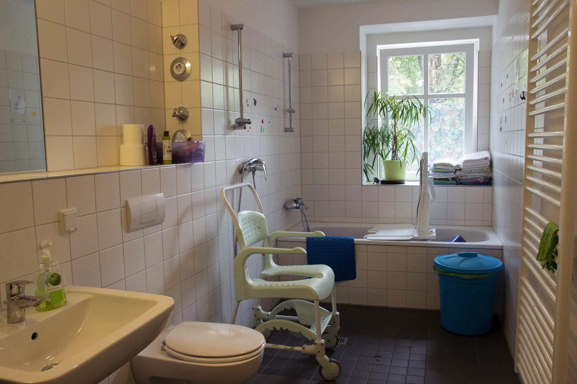 senioren wohngemeinschaft im prenzlauer berg 24 stunden. Black Bedroom Furniture Sets. Home Design Ideas
