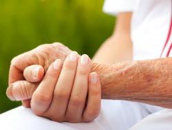 Die Pflege eines geliebten Menschen ist für Familienangehörige eine Herausforderung, die o
